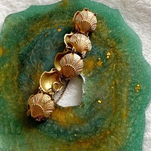 VINTAGE Gold Scallop Shell Bracelet